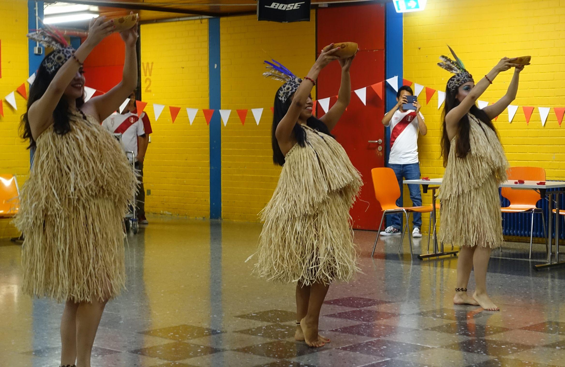 peruanische Tänzerinnen beim Perufest 2019